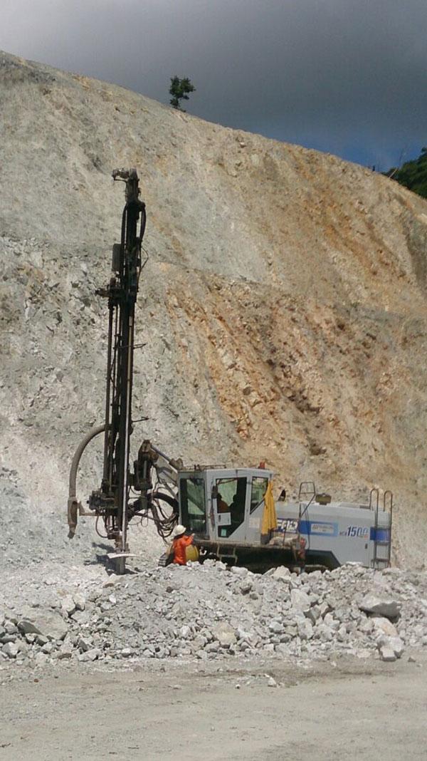 furukawa-cr-1500-drill-blast-at-central-kalimantan